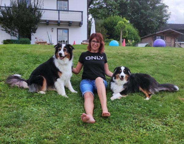 Christa mit Kylie und Balu